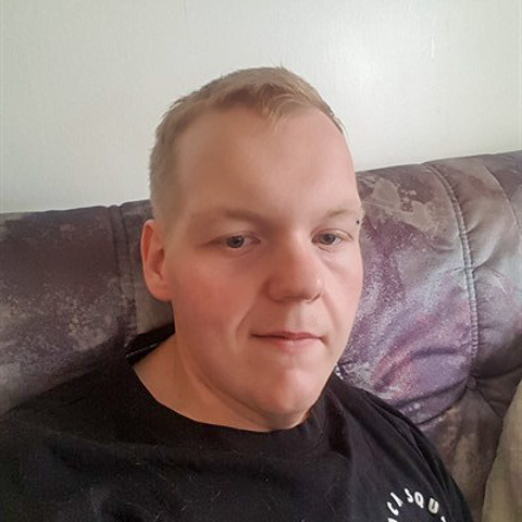 Hej Linus heter jag, jag är en charmig och snäll kille om du verkligen ger mig en changs. 