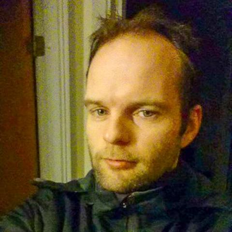 Hej  Jeg er ny her på siden.  Jeg leder både efter nye venner... men også noget der kan udvikles til mere end venskab:)  ... Niped is a single man from Syddanmark, Esbjerg N. Find love - view dating profile at VIPdaters.com