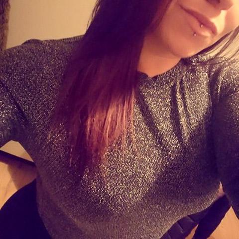 Jeg er 23 år, jeg arbejder som sosu hjælper.. Altid glad, imødekommende, smilede, begge ben på jorden men kan os have dage hvor j ... Ukendt228 is a single woman from Sjælland, Næstved. Find love - view dating profile at VIPdaters.com