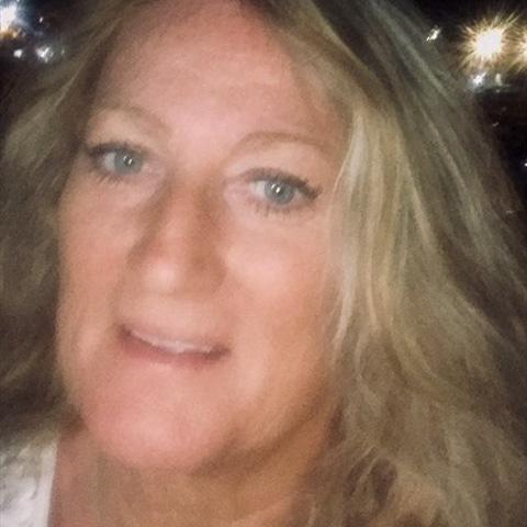Jeg søger en dejlig varm kærlig mand som kan klare en kvinde som er selvstændig har været det 28 år ??Arbejder ikke så meget mere ... Lene55 is a single woman from Sjælland, Vemmelev. Find love - view dating profile at VIPdaters.com