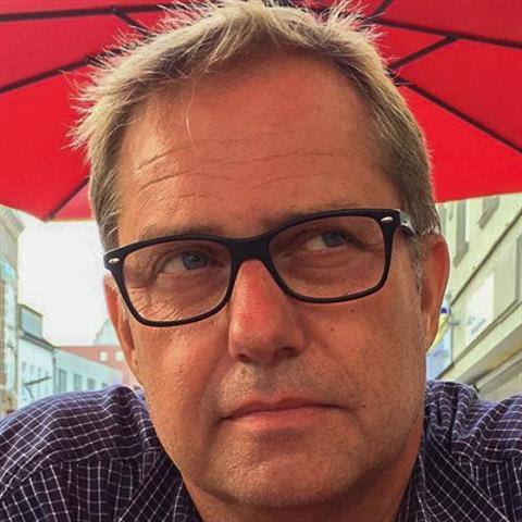 Jeg er bosiddende i eget hus Haderslev. Arbejder pt i Esbjerg, men springer dog ud som selvstændig til februar. Jeg har to unger s ... Hess is a single man from Syddanmark, Haderslev. Find love - view dating profile at VIPdaters.com