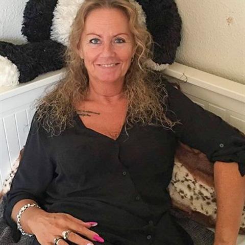 Jeg er single med 2 børn på 19 og 22 år. Jeg elsker tattoo og har selv nogle stykker. Og Åhhhh man kan kradse en masse ævl ned så  ... TinaTN is a single woman from Midtjylland, Tilst. Find love - view dating profile at VIPdaters.com