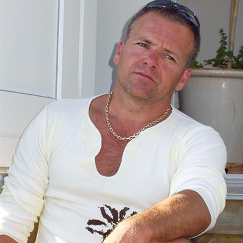 Hej vil gerne date en pige/kvinde i omegnen af kbh. Jeg elsker en god middag ude og et godt glas vin, samt en sjov og spændende, h ... AGPP is a single man from Hovedstaden, Rødovre. Find love - view dating profile at VIPdaters.com