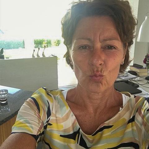Seriøst søgende.  Bor pt nordsjælland.  54 år med fast job i KbH, som jeg er meget glad for. Har 2 udeboende børn.  Sport bety ... Clement is a single woman from Hovedstaden, Fredensborg. Find love - view dating profile at VIPdaters.com