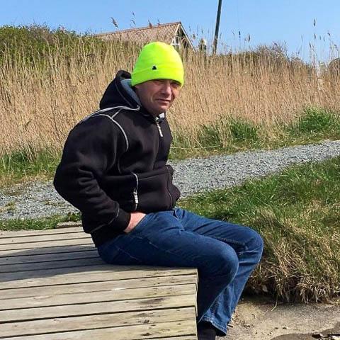 jeg er 52 år gammel, har et godt arbejde som fisker, og er i godt humør. jeg har 4 børn, og en af dem bor stadig hjemme. ferie til ... dating med Lars, en mand fra Midtjylland, Hvide Sande. Er du træt af at være single, så er det Datingtid