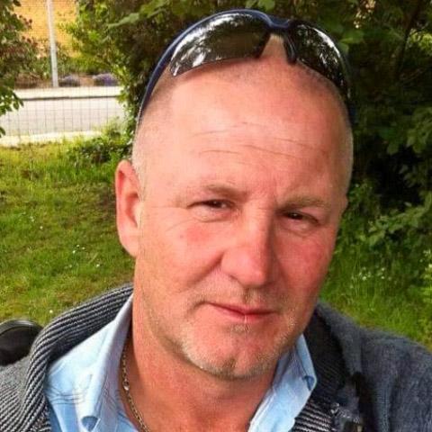 Jeg er følsom og spontan og en kærlig positiv ungdommelig mand  som søger en ligeværdig kvinde som tror på kærlighed ved første bl ... netdating - Klemme62, er en mand fra Syddanmark, Fredericia. Se billeder og søg blandt de seneste netdating profiler på DatingNet.dk
