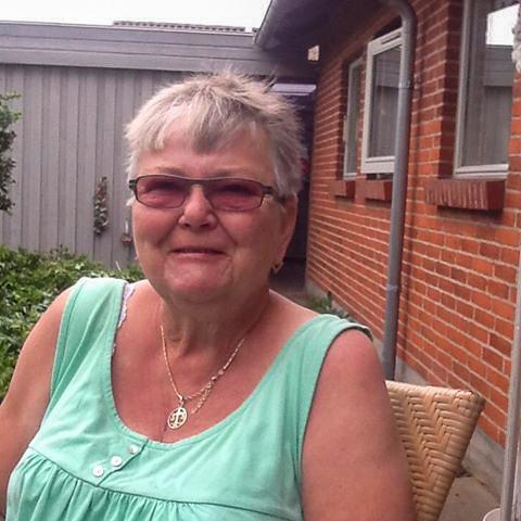 Jeg er enke og 77 år  ... netdating - Jonna, er en kvinde fra Midtjylland, Lystrup. Se billeder og søg blandt de seneste netdating profiler på DatingNet.dk