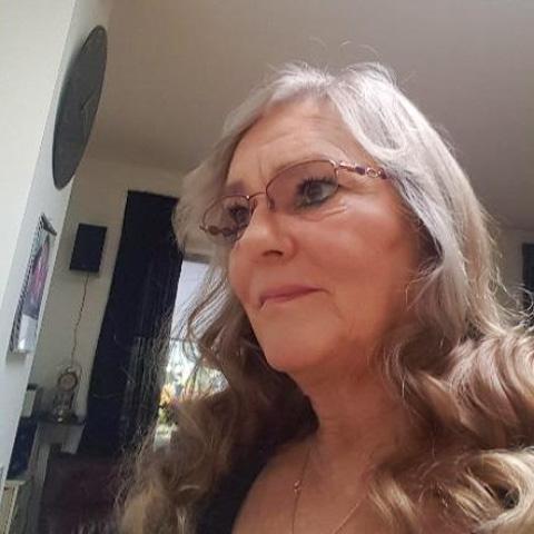 Hej søger en sød dejlig mand mellem 58 ,65 år hvis en mand på 75 år kontaker mig kommer der ikke svar tillage så spild af god tid, ... netdating - Susanne, er en kvinde fra Syddanmark, Svendborg. Se billeder og søg blandt de seneste netdating profiler på DatingNet.dk
