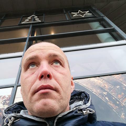 Daniel er 37år og single. Søger den sidste, eneste ene...  ... netdating - Rasmus, er en mand fra Syddanmark, Tinglev. Se billeder og søg blandt de seneste netdating profiler på DatingNet.dk