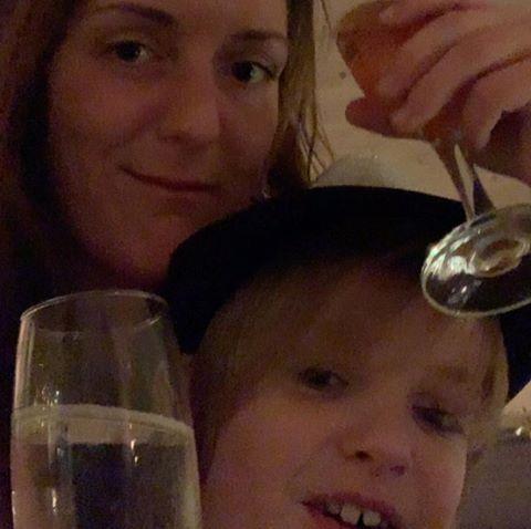 .........................! ... chat med Christina, en kvinde fra Midtjylland, Ikast. Stor guide til Chat og Dating - se de seneste medlemmer på Chat-Online.dk