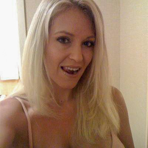 Say hi to fanny33 from Stockholm